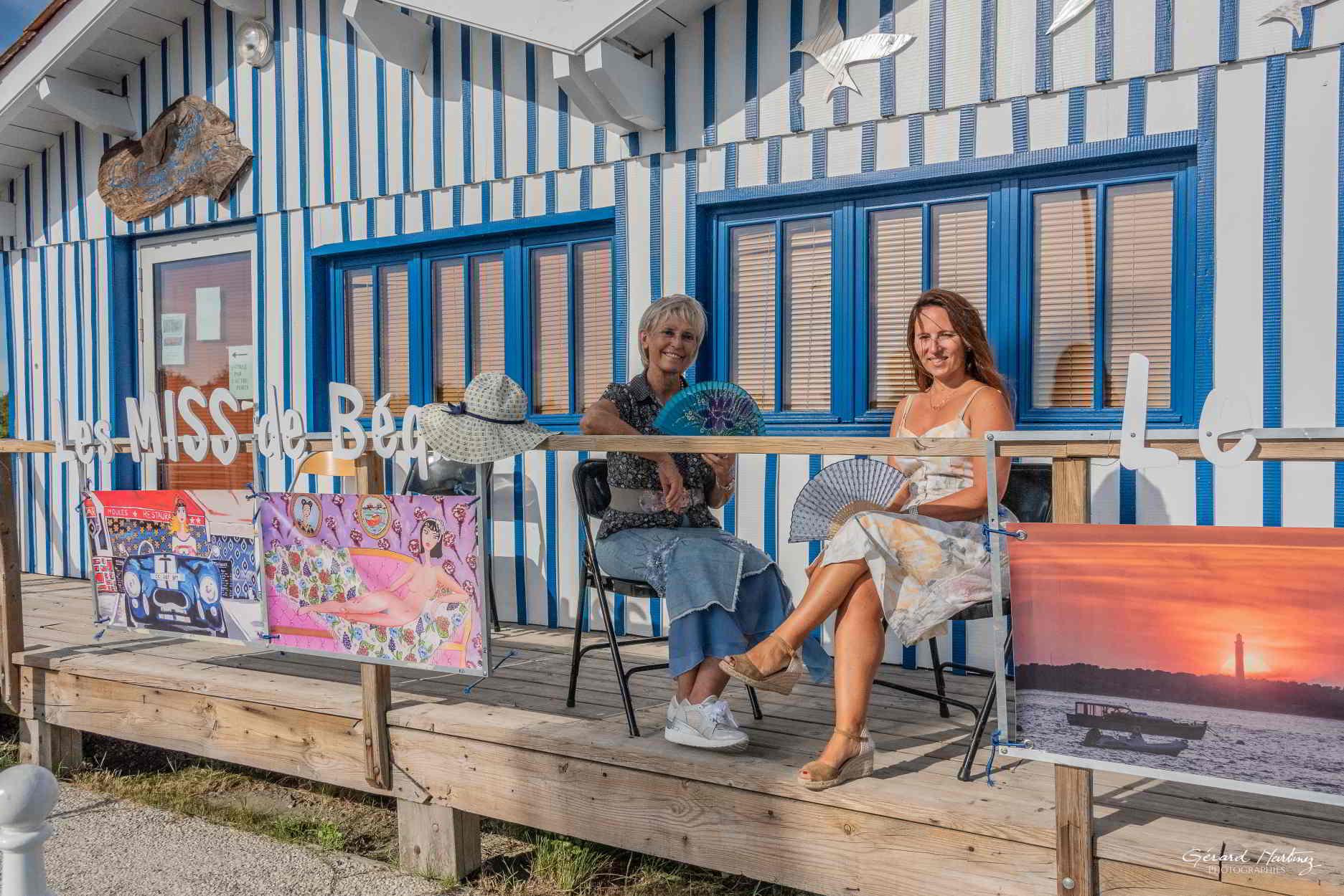 Kathy et Béquie devant la Cabane Bleue